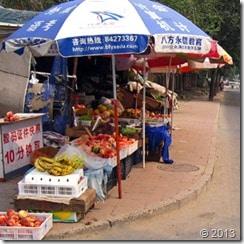 Shopping in Beijing - Fruit stant